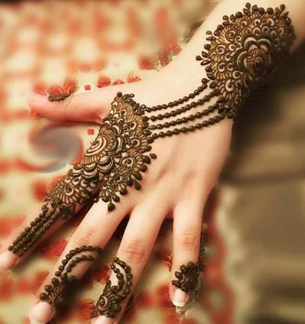 Latest-Mehndi-Designs-For-Eid-2018-Daytimes-31
