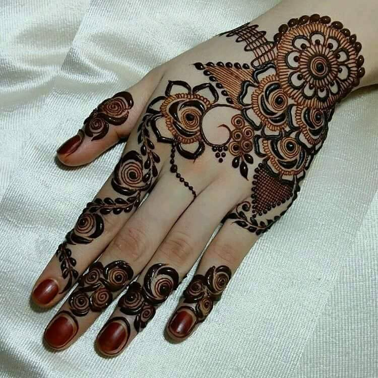 Latest-Mehndi-Designs-For-Eid-2018-Daytimes-4