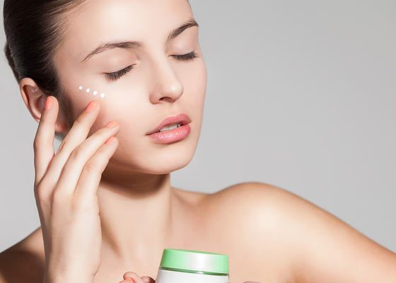Top 15 Best Skin Whitening Night Creams. Skin whitening is the desire of all girls. They want to have flawless and beautiful white skin. They also give a try to a number of home remedies for skin whitening.