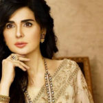 'Forever Young': Fans in awe as Mahnoor Baloch posts pictures from art exhibition