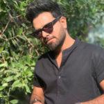 Yasir Hussain urges fans to quit smoking